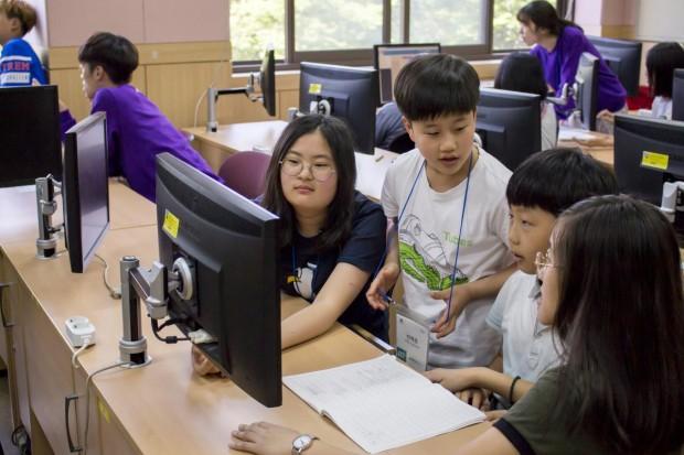 네이버 커넥트스쿨은 올해 5000여명의 초중등 학생들에게 소프트웨어 교육을 실시할 예정이다. - 커넥트재단 제공